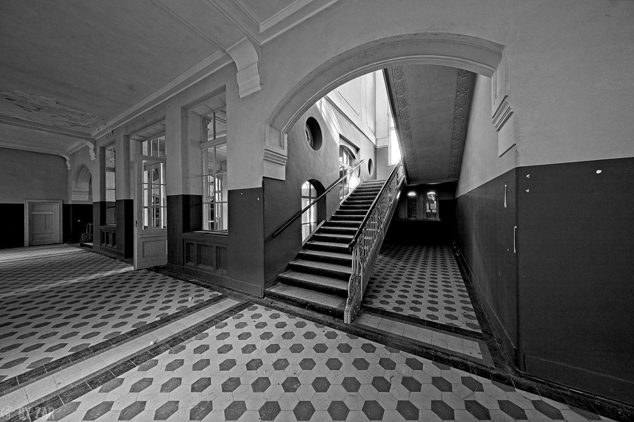 Beelitz Heilstätten - Badehaus, Treppenhaus mit Flur
