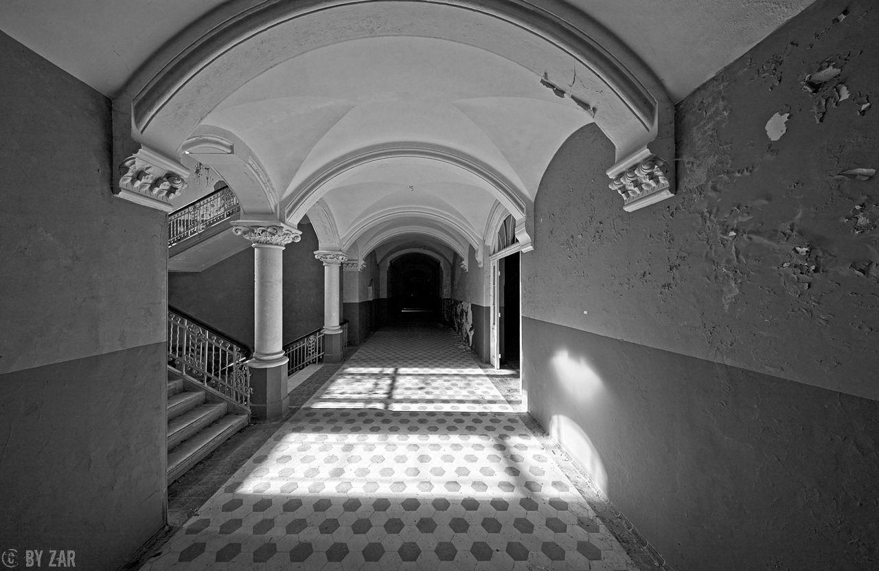 Beelitz Heilstätten - Männersanatorium, Treppenhaus mit Flur