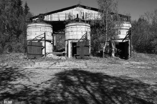 Lost im Harz - verfallene Köhlerei im Wald